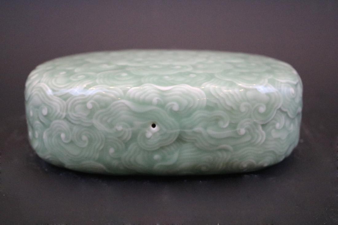 A Bean-Green  Glazed  Pillow For Feeling Pulse