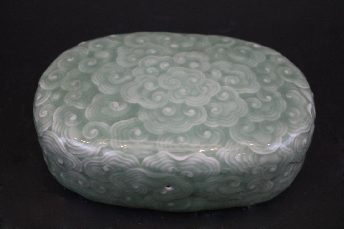 A Bean-Green  Glazed  Pillow For Feeling Pulse - 2