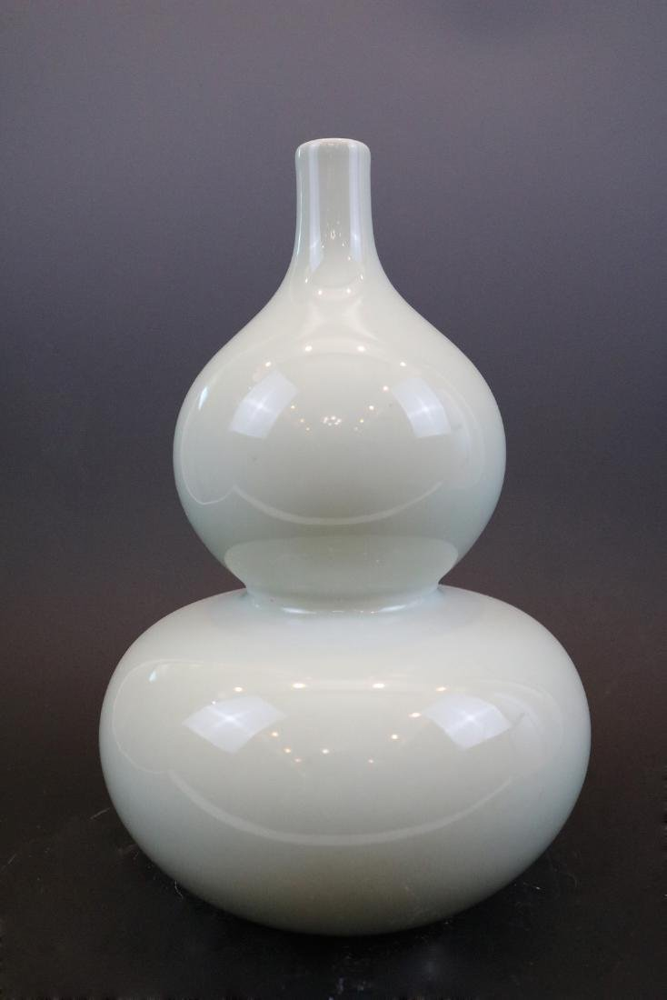 Qianlong Mark,A Bean-Green Ground Vase