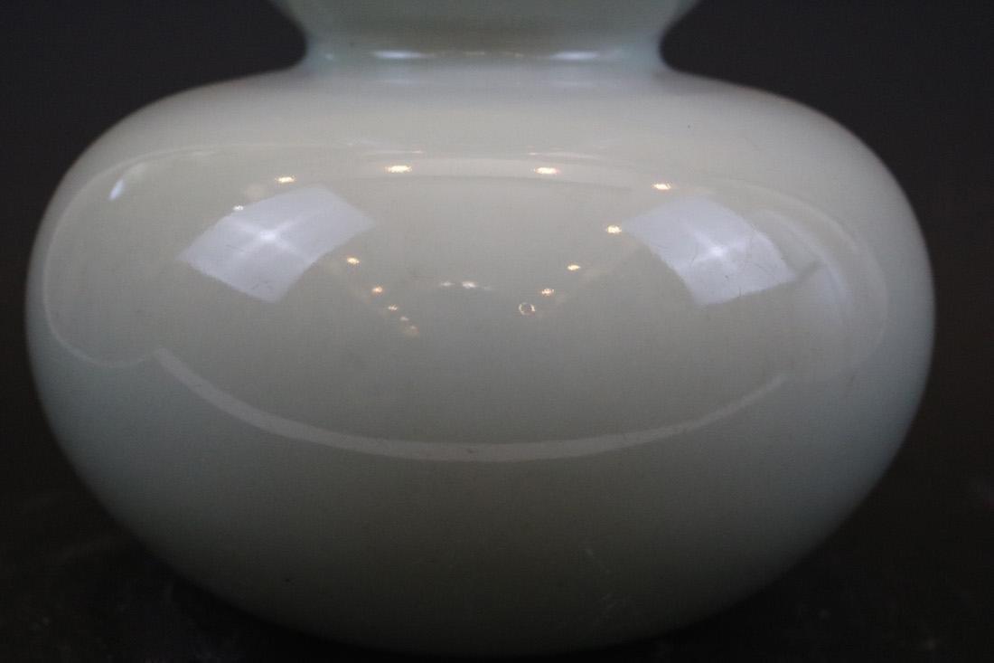 Qianlong Mark,A Bean-Green Ground Vase - 2