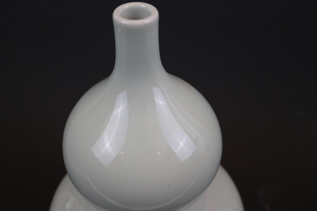 Qianlong Mark,A Bean-Green Ground Vase - 3