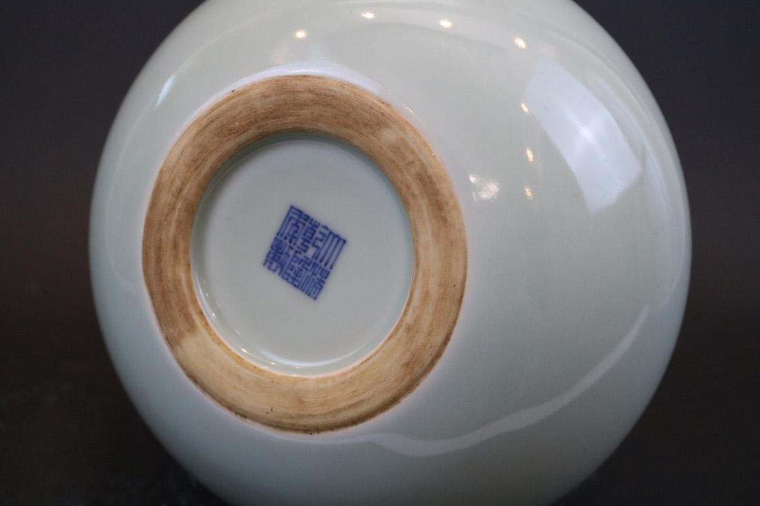 Qianlong Mark,A Bean-Green Ground Vase - 4