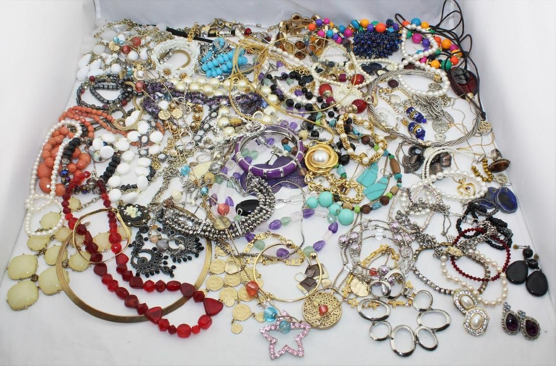 Vintage Costume Jewelry Lot  4.10 Pounds