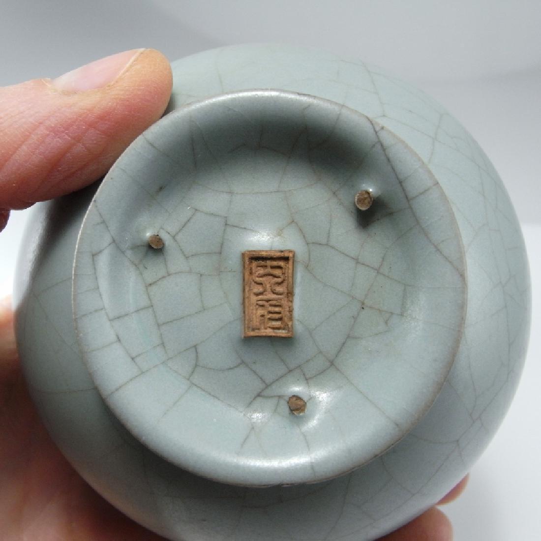 Song Dynasty Guan Monochome Glaze Vase - 2
