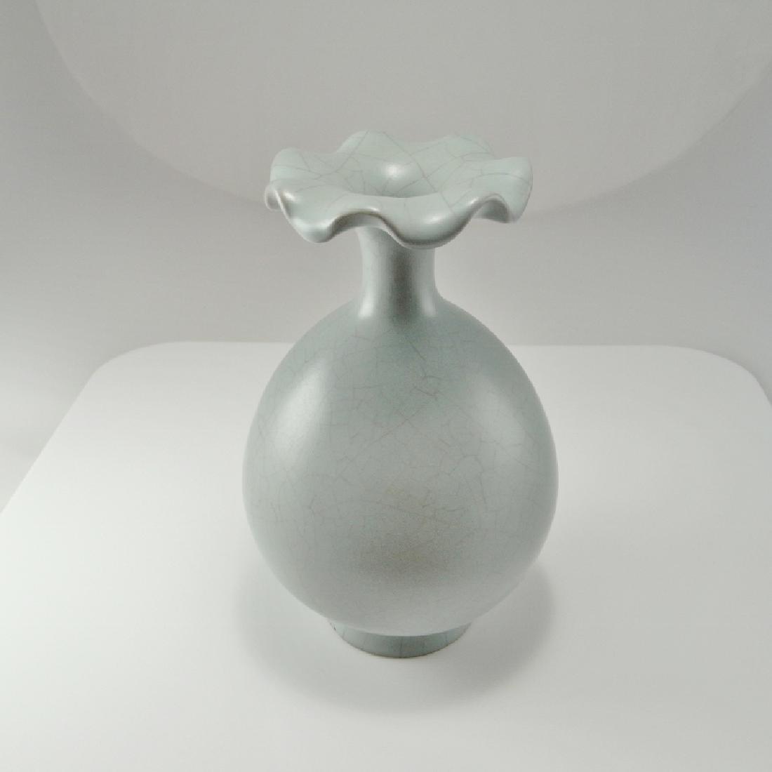 Song Dynasty Guan Monochome Glaze Vase - 5