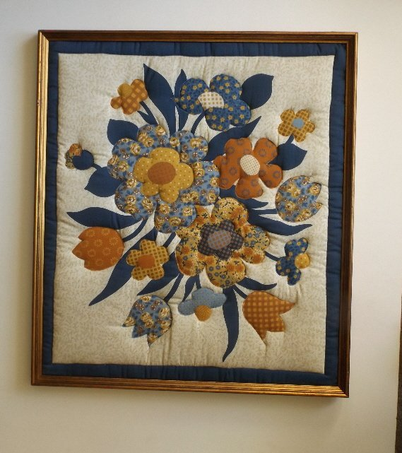Vintage American hand stitched quilt appliqued Flowers - 2