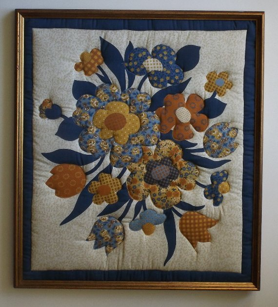 Vintage American hand stitched quilt appliqued Flowers - 4