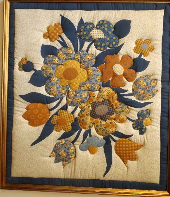 Vintage American hand stitched quilt appliqued Flowers - 5
