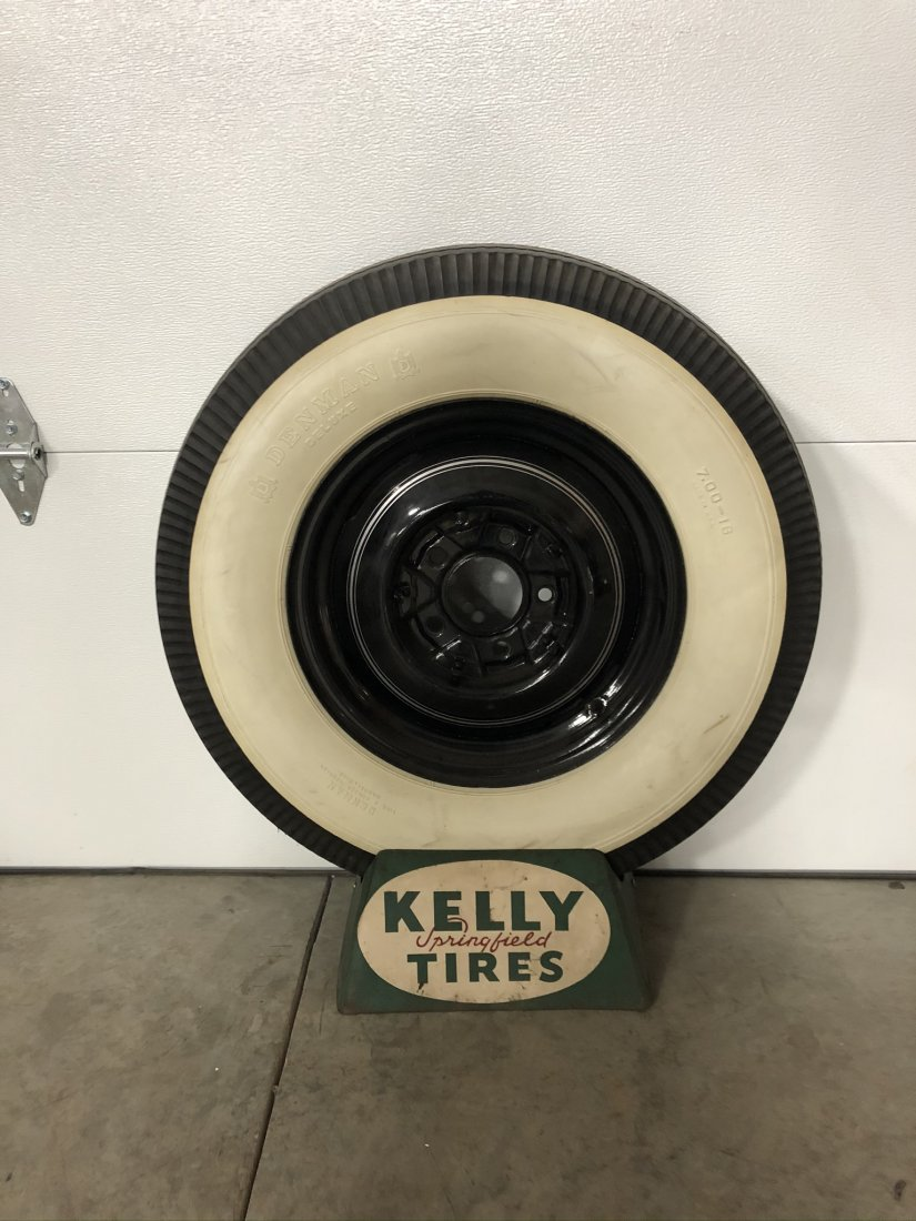 Kelly Tires Tire Stand With Wheel