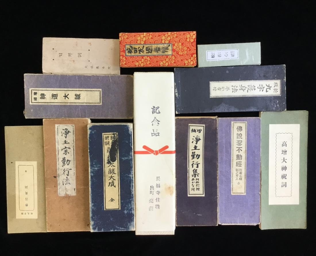 LOT OF CHINESE JAPANESE BUDDHIST BOOKS
