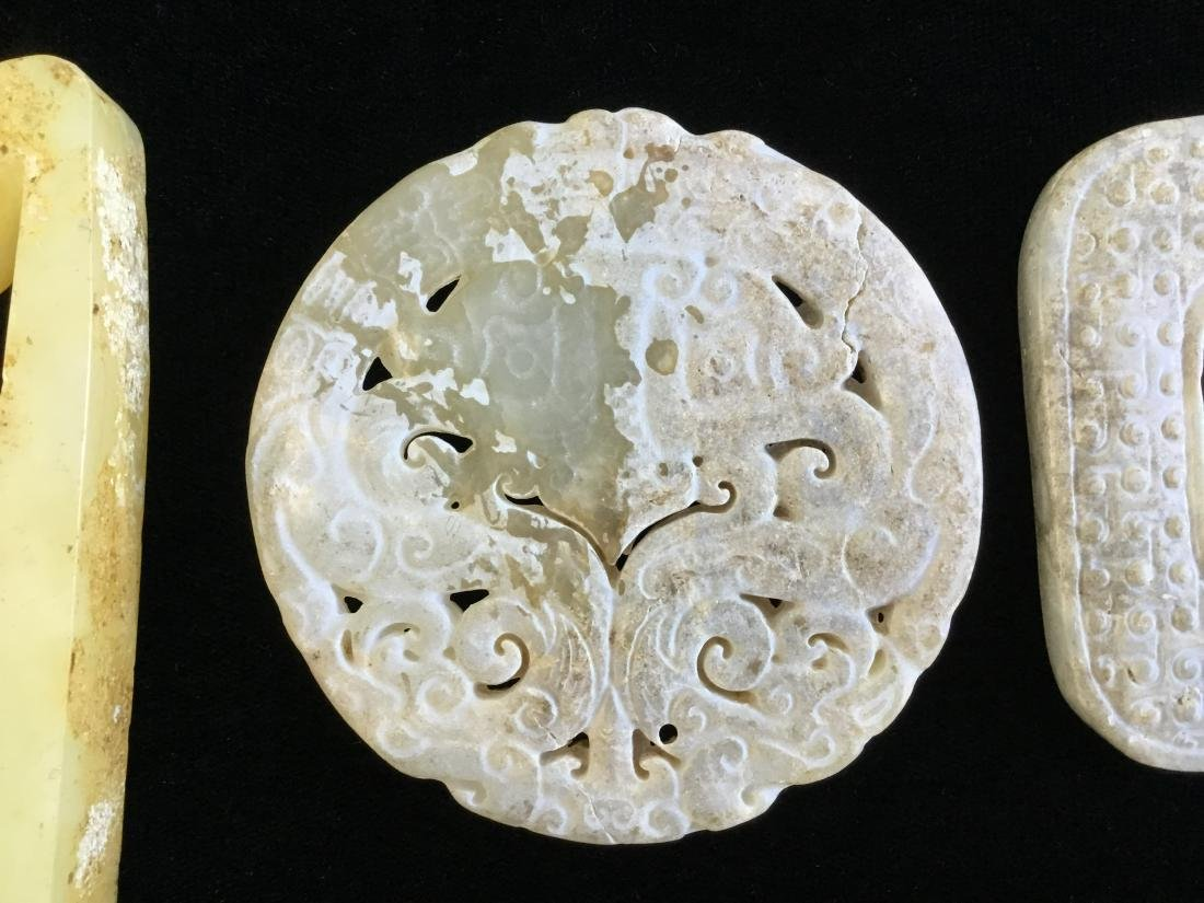 A GROUP OF CHINESE JADE ITEMS - 4