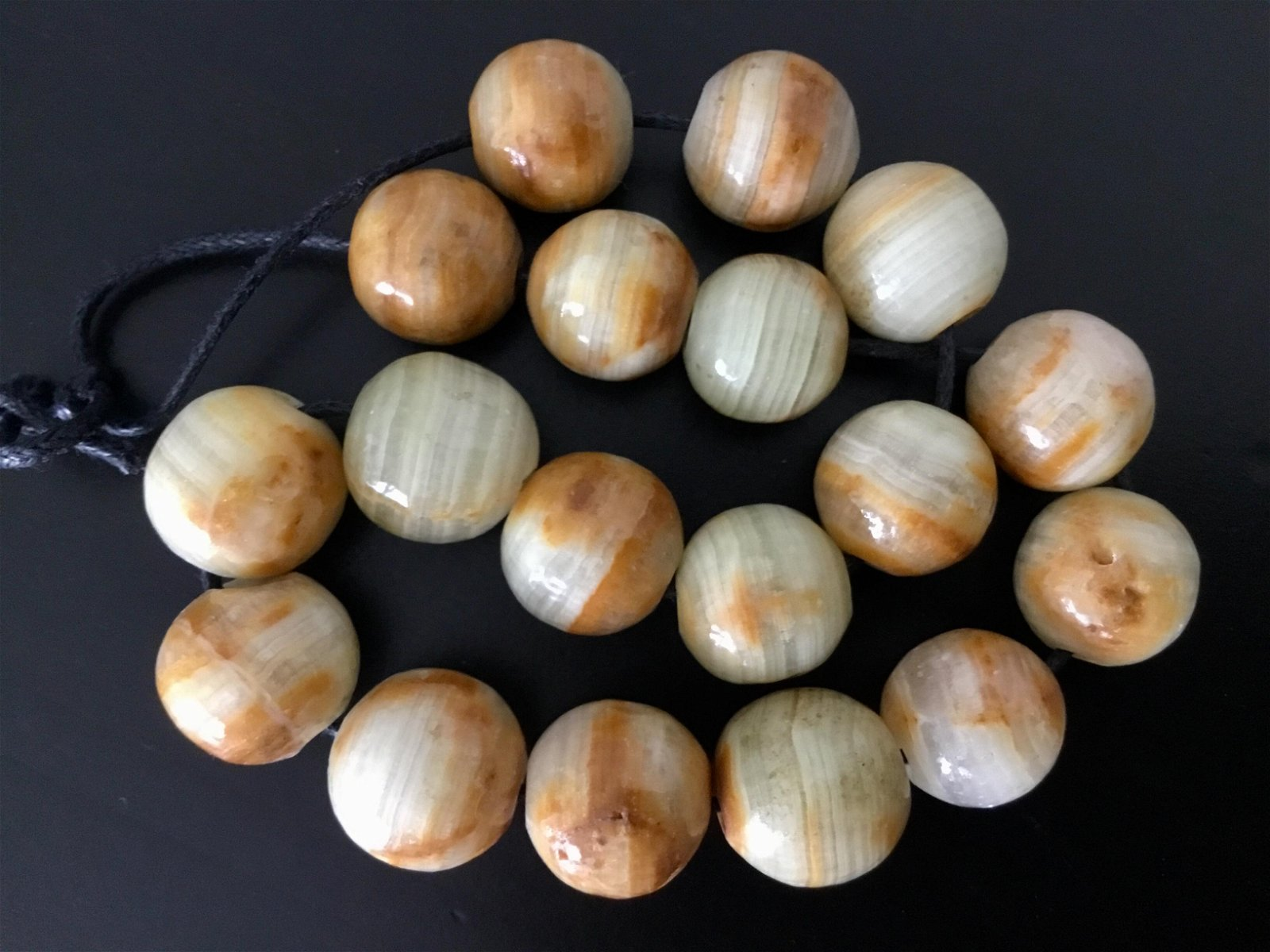 ANTIQUE AFRICAN AGATE BEADS LOT