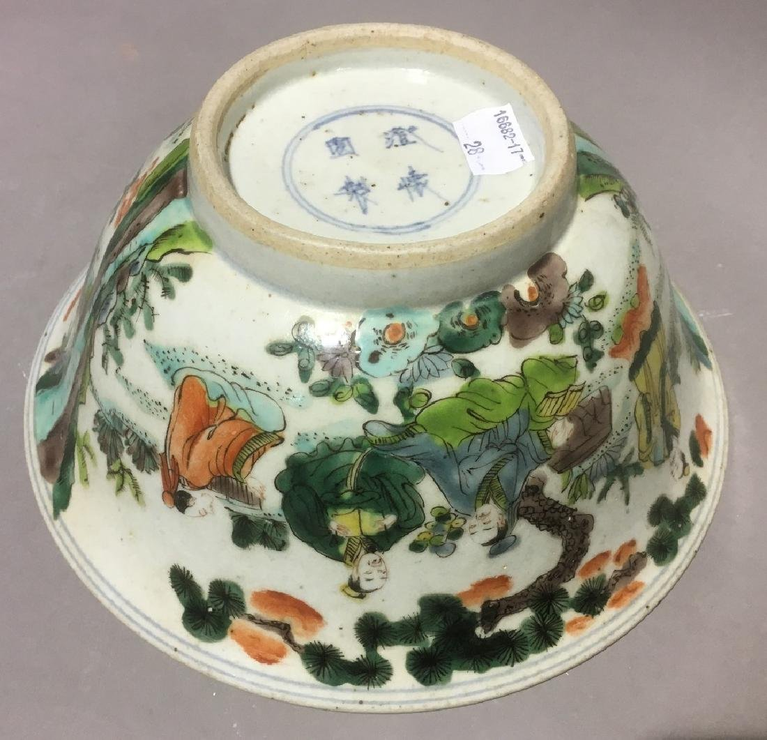 A Chinese famille verte porcelain bowl Decorated in the - 7