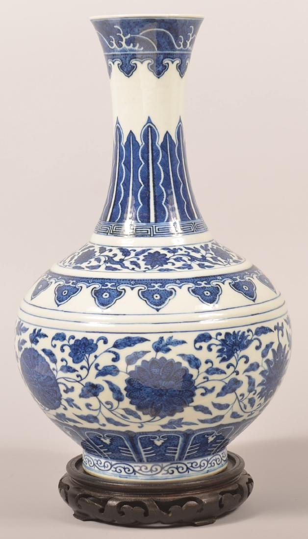 Chinese Blue and White Porcelain Vase.