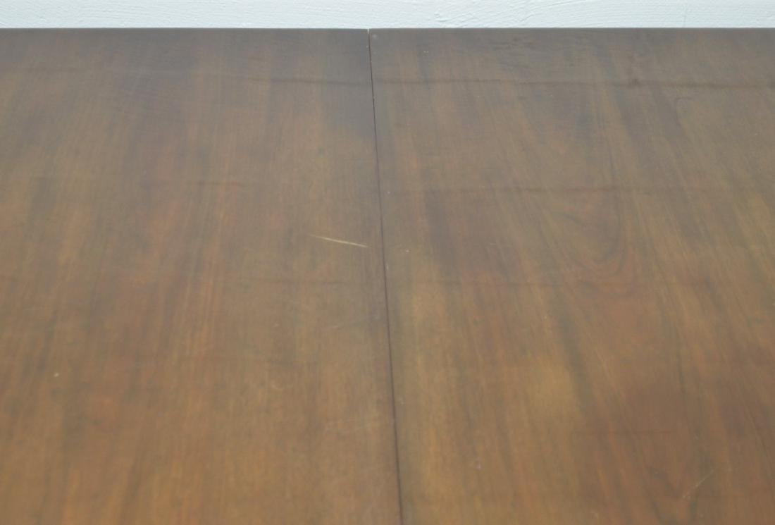 Very Large Mahogany Federal Style Banquet Table. - 3