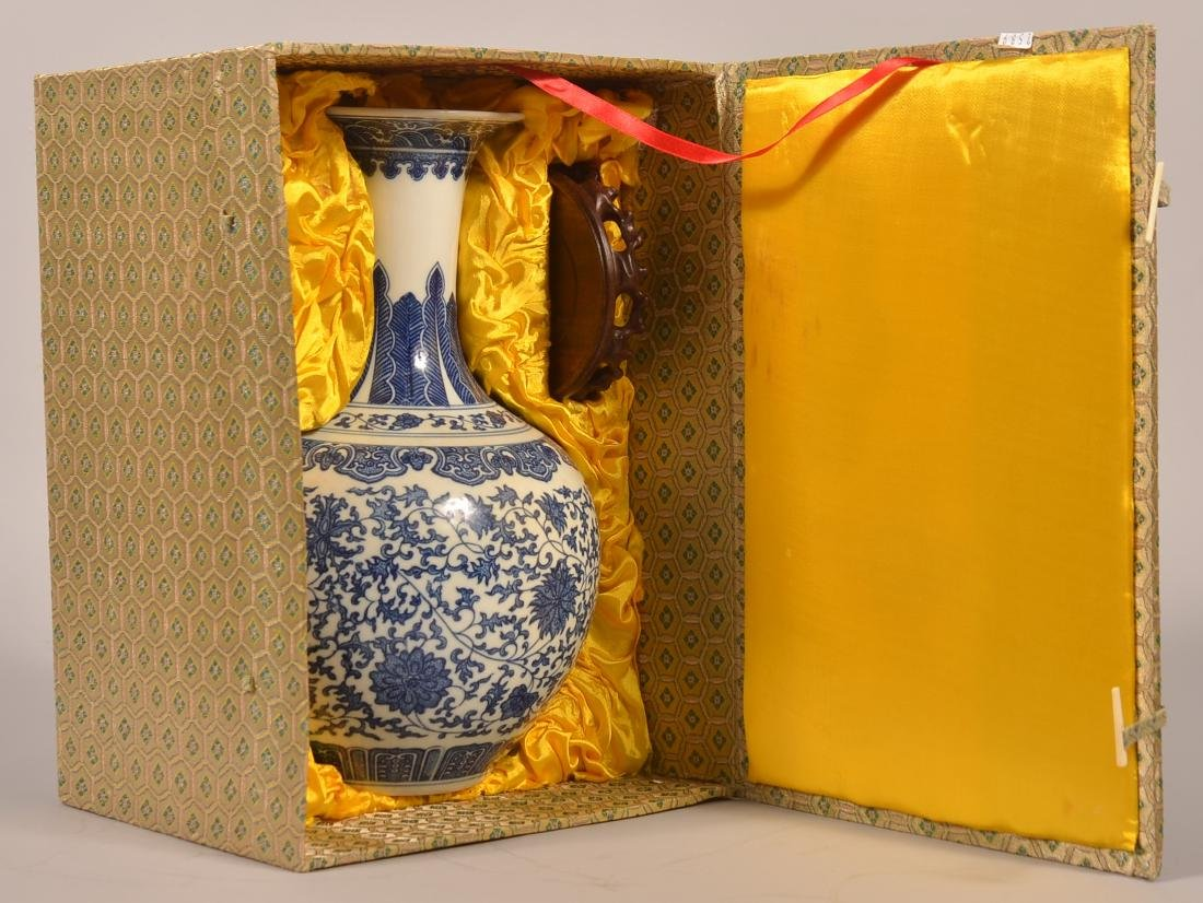 Chinese 18th Century Blue and White Porcelain Vase. - 2
