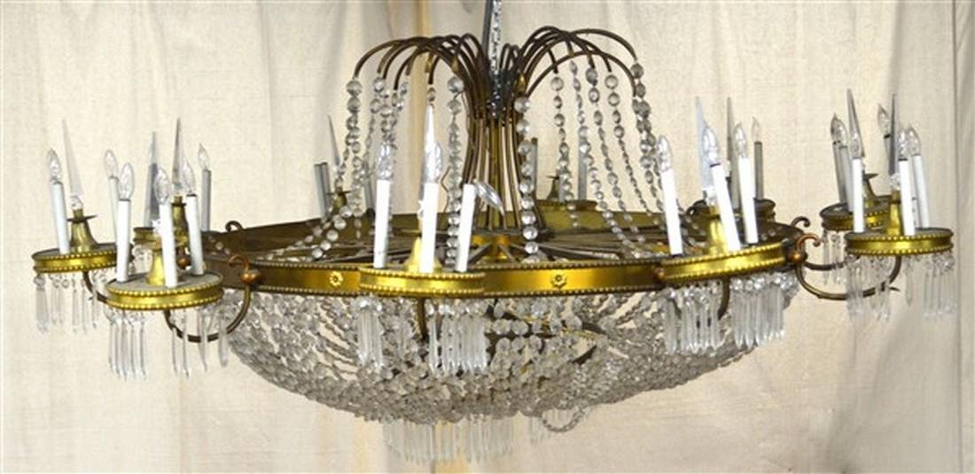 Large Glass Crystals and Gilt Metal Chandelier. - 2