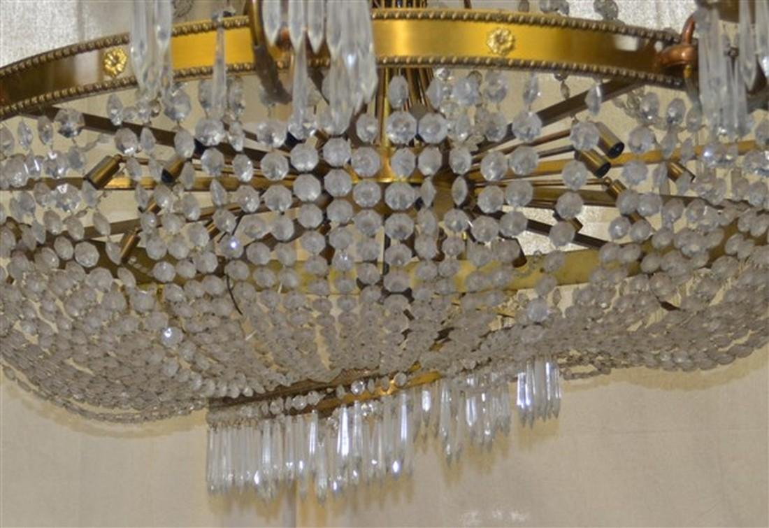 Large Glass Crystals and Gilt Metal Chandelier. - 3