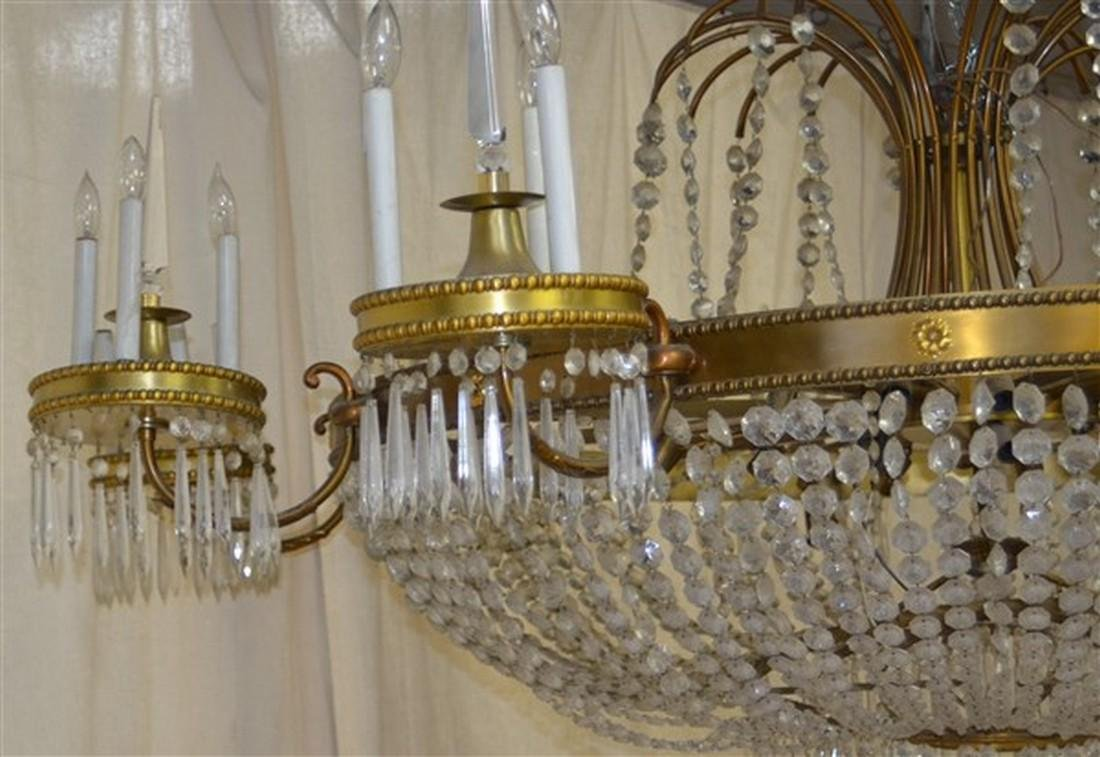 Large Glass Crystals and Gilt Metal Chandelier. - 4