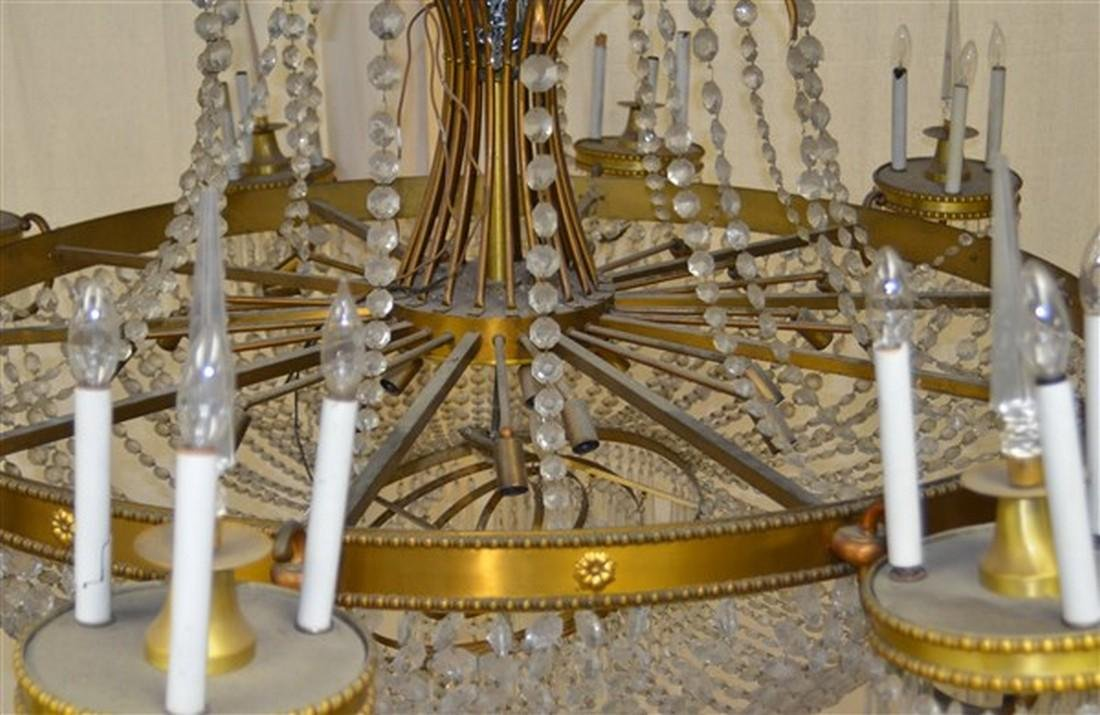 Large Glass Crystals and Gilt Metal Chandelier. - 5