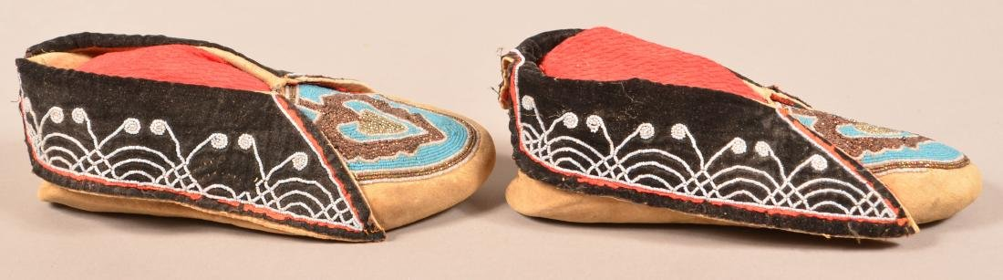 """Pair of Antique Delaware Indian Moccasins 10 1/2"""" Long - 3"""