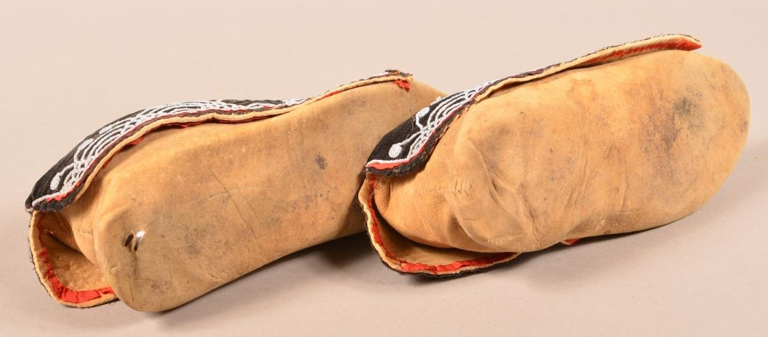 """Pair of Antique Delaware Indian Moccasins 10 1/2"""" Long - 4"""