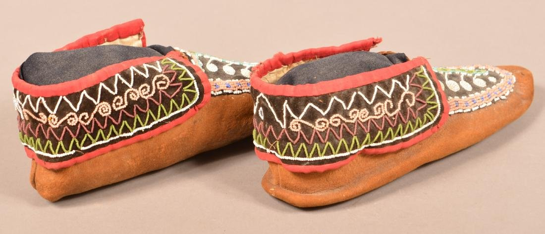 Antique Pair of Bead Decorated Mohawk Moccasins - 2