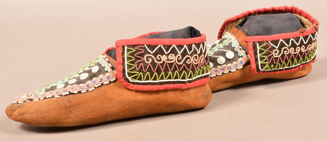 Antique Pair of Bead Decorated Mohawk Moccasins - 3
