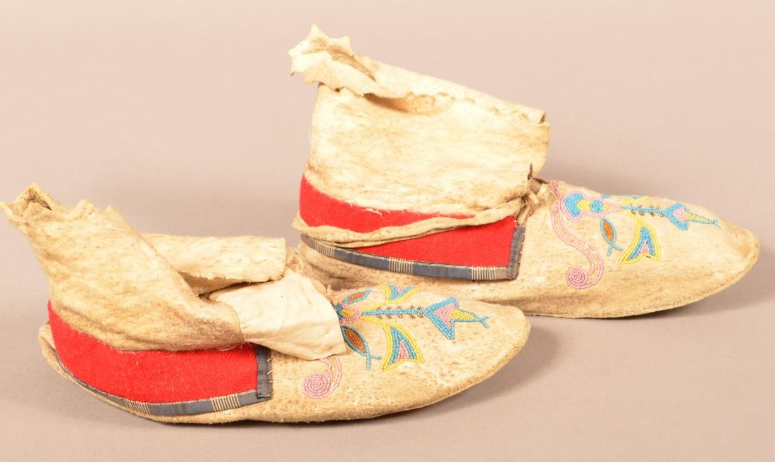 Pair of Antique Santee Sioux Type Moccasins, Floral - 2