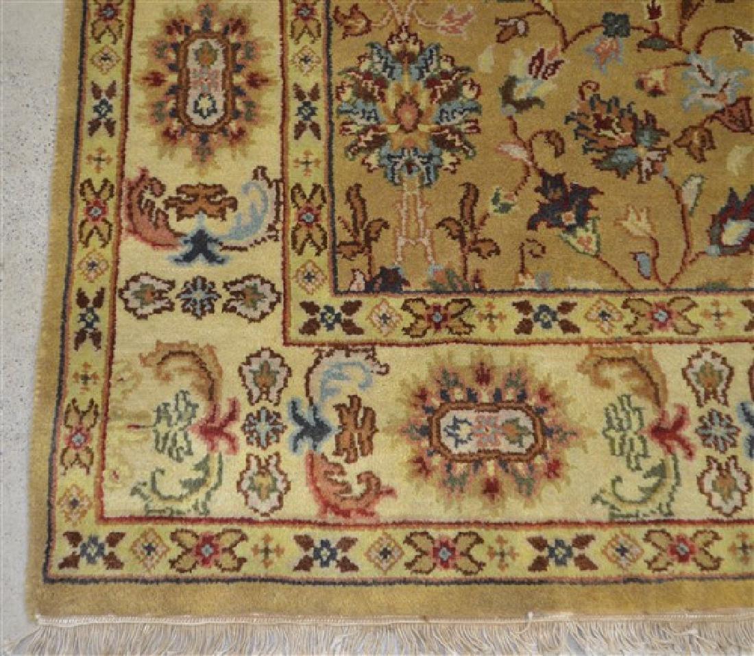 Vintage Floral Pattern Oriental Room Size Rug. 6' x 9'. - 3