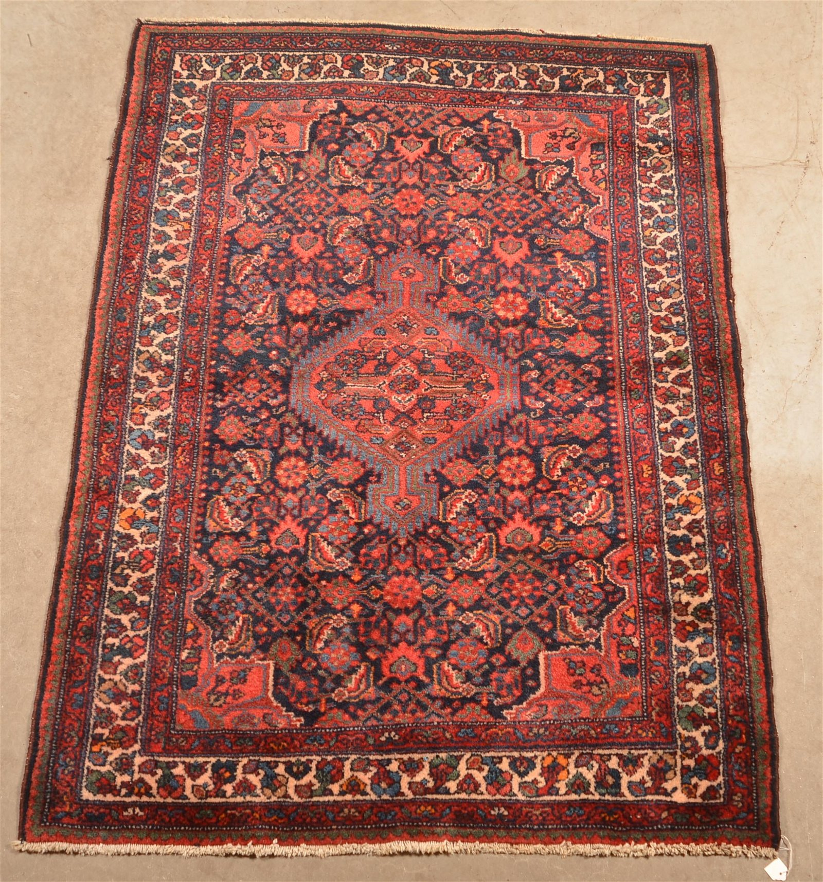 Vintage Center Medallion Pattern Oriental Area Rug.
