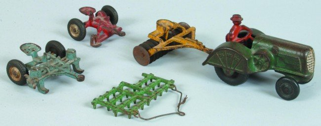1: Arcade Cast Iron Oliver Tractor with original green