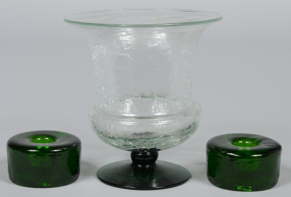 15: Blenko Crystal Crackle Urn with Emerald Foot, unmar