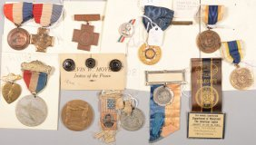 Lot Of Commemorative Badges And Medals: Yorktown Su