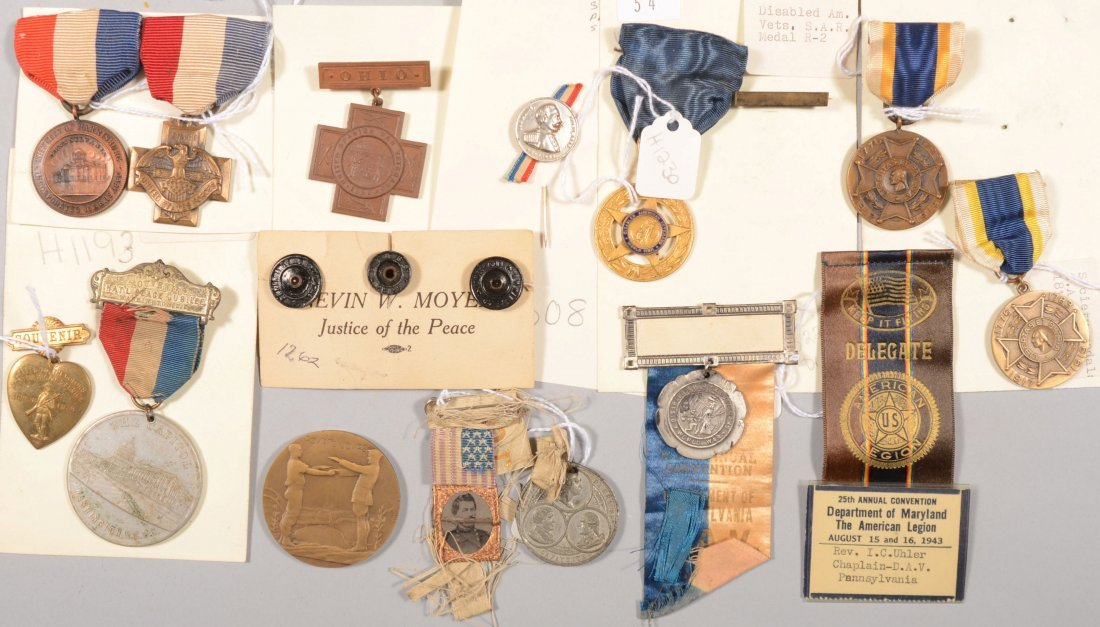 54: Lot of commemorative badges and medals: Yorktown Su