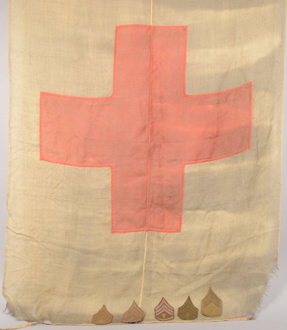 412: Lot of WW1 Medical Corps items: a 4' by 6' red cro