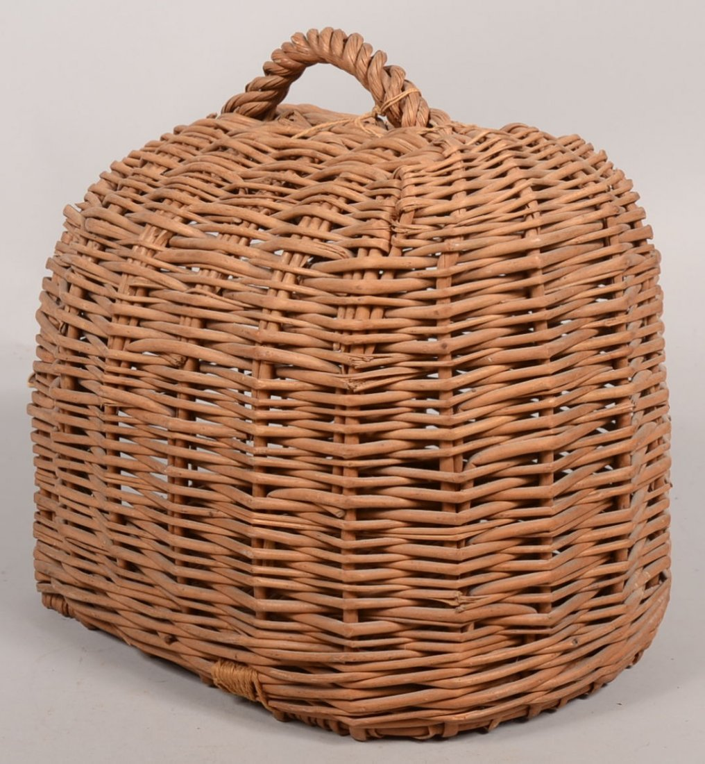 Woven Wicker Cat Carrier Basket. Loaf shaped or demilun - 2