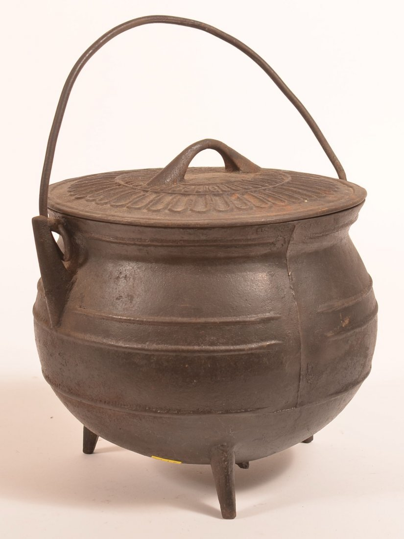 Cast Iron Covered Gypsy Kettle.