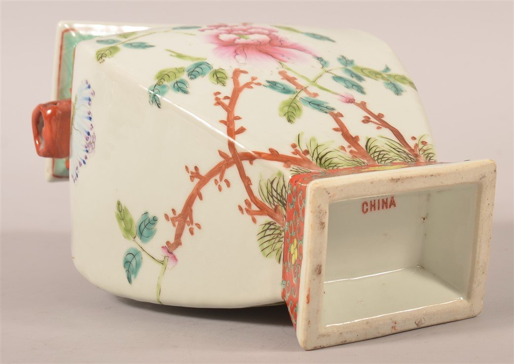 Vintage Chinese Famille Rose Porcelain Vase. - 3