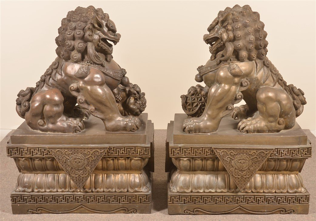Pair of Vintage Hollow Cast Bronze Foo Dogs. - 3