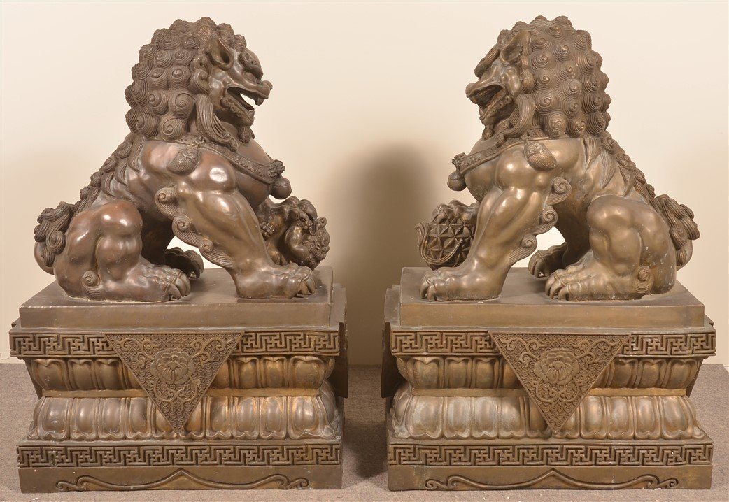 Pair of Vintage Hollow Cast Bronze Foo Dogs. - 5
