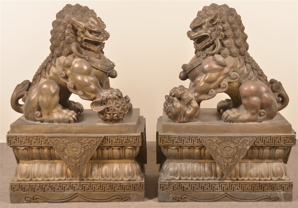 Pair of Vintage Hollow Cast Bronze Foo Dogs. - 6