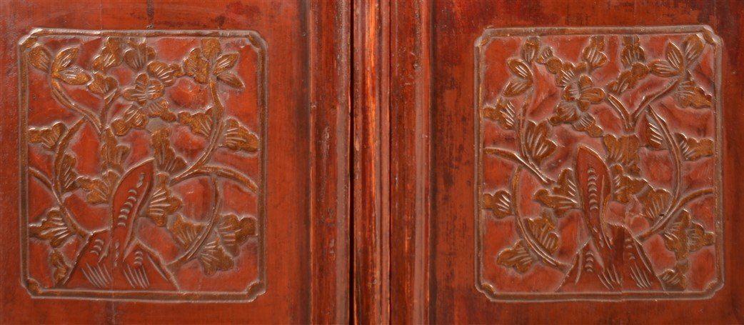 Chinese Lacquered and Carved Elmwood Cabinet. - 5