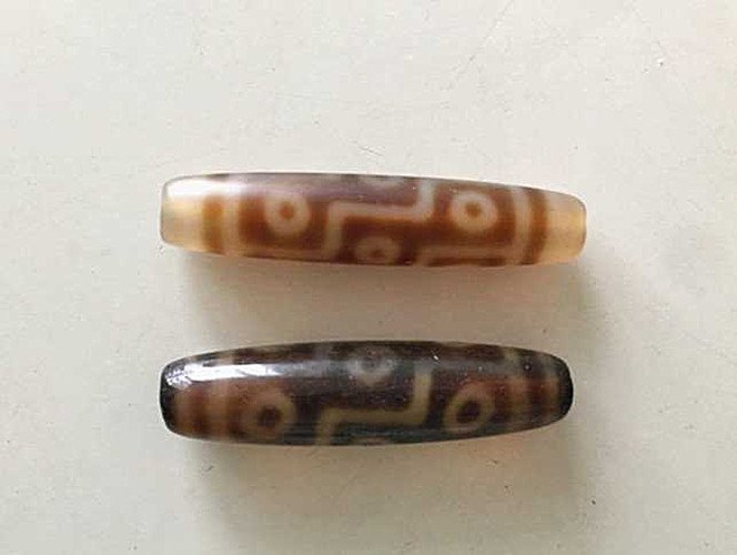 Two Old Tibetan celestial Beads ( Tian Zhu )