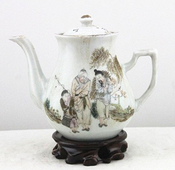 Fine Old Chinese Famille Rose Porcelain Teapot