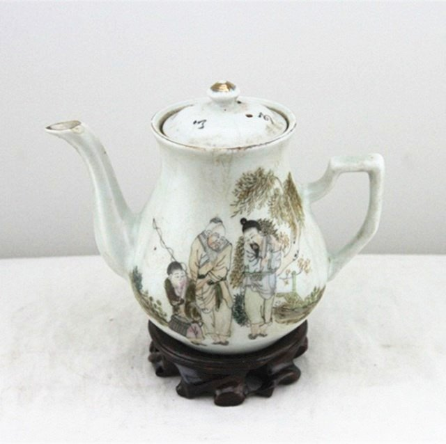 Fine Old Chinese Famille Rose Porcelain Teapot - 2