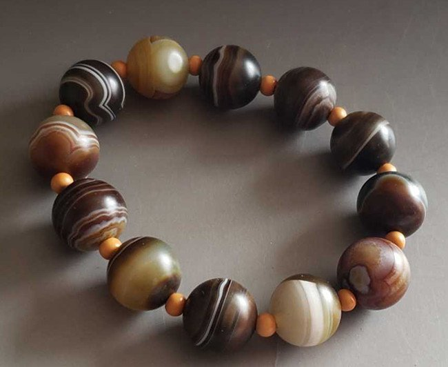 Fine Old Chinese Agate Bead Buddhist Bracelet
