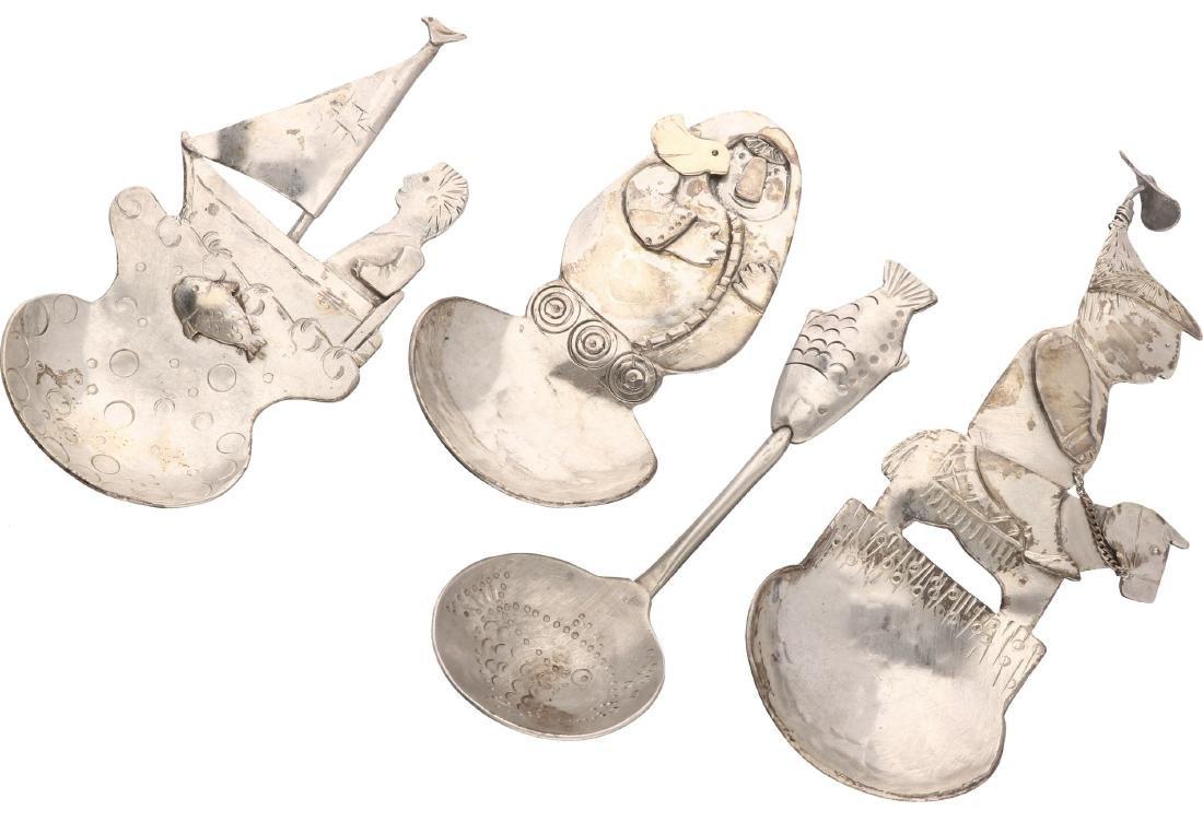 (4) Fantasy spoons silver.