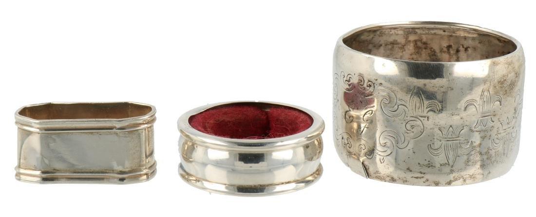 (3) Napkin rings silver.