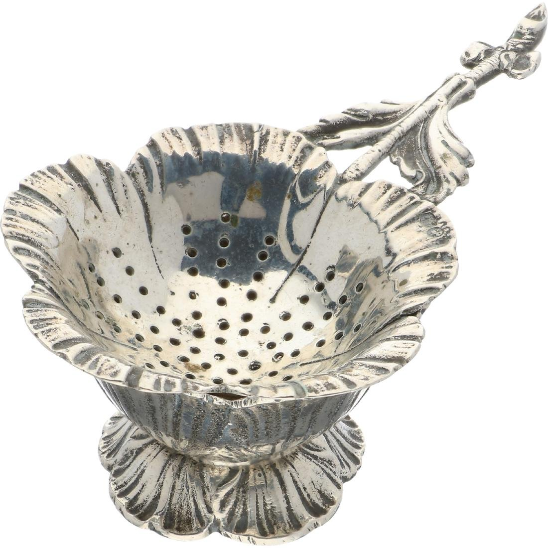 Tea strainer silver.